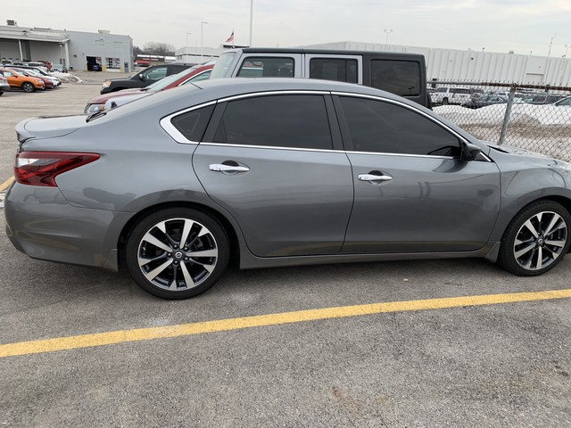 Pre Owned 2017 Nissan Altima 2 5 Sr